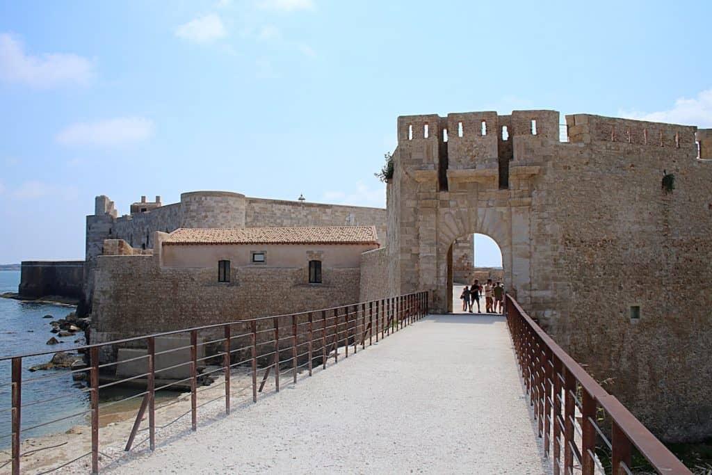 Syrakuzy - Castello Maniace.