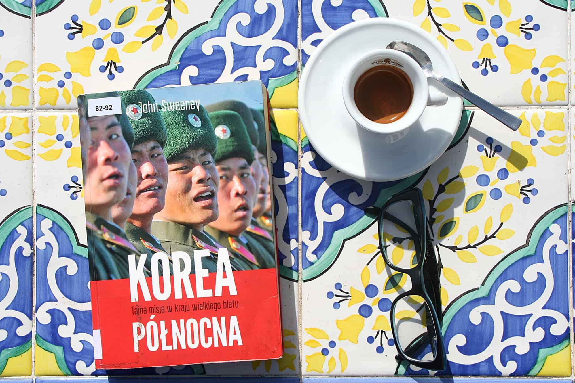 """#22 Książka do kawy – """"Korea Północna. Tajna misja w kraju wielkiego blefu"""""""