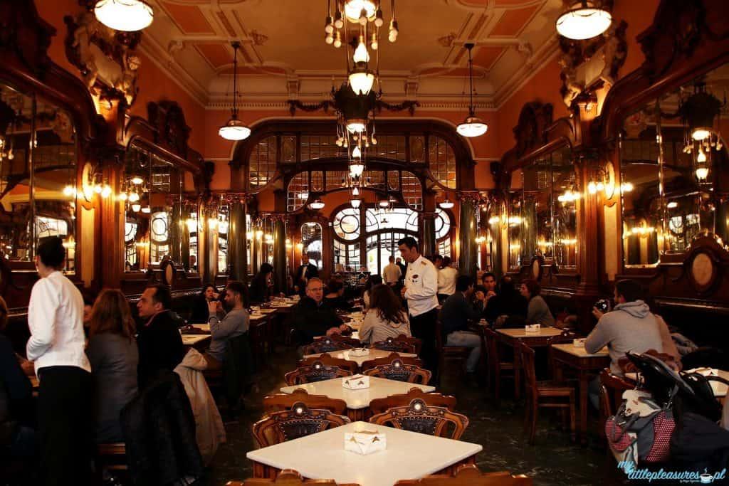 Wnętrze Cafe Majestic - co i gdzie zjeść w Porto