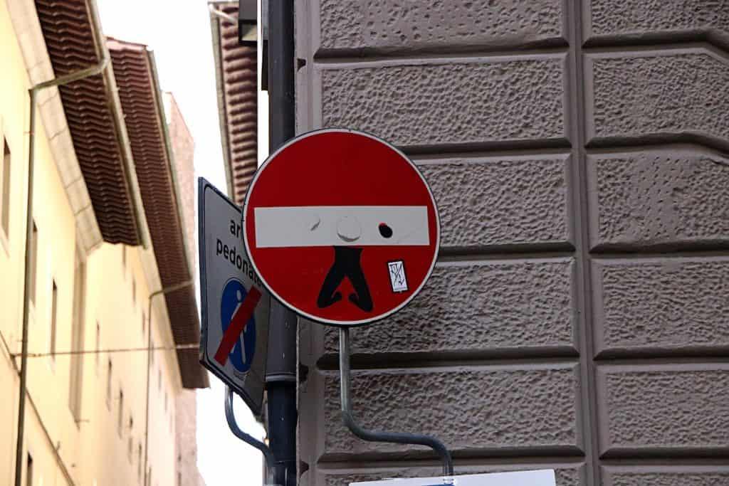 Clet znaki drogowe.