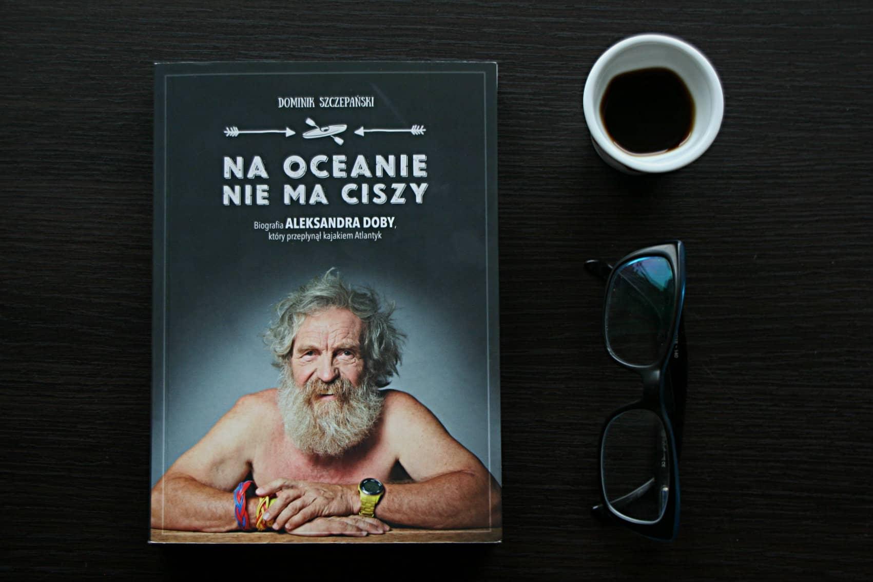 """#13 Książka do kawy – """"Na oceanie nie ma ciszy"""""""