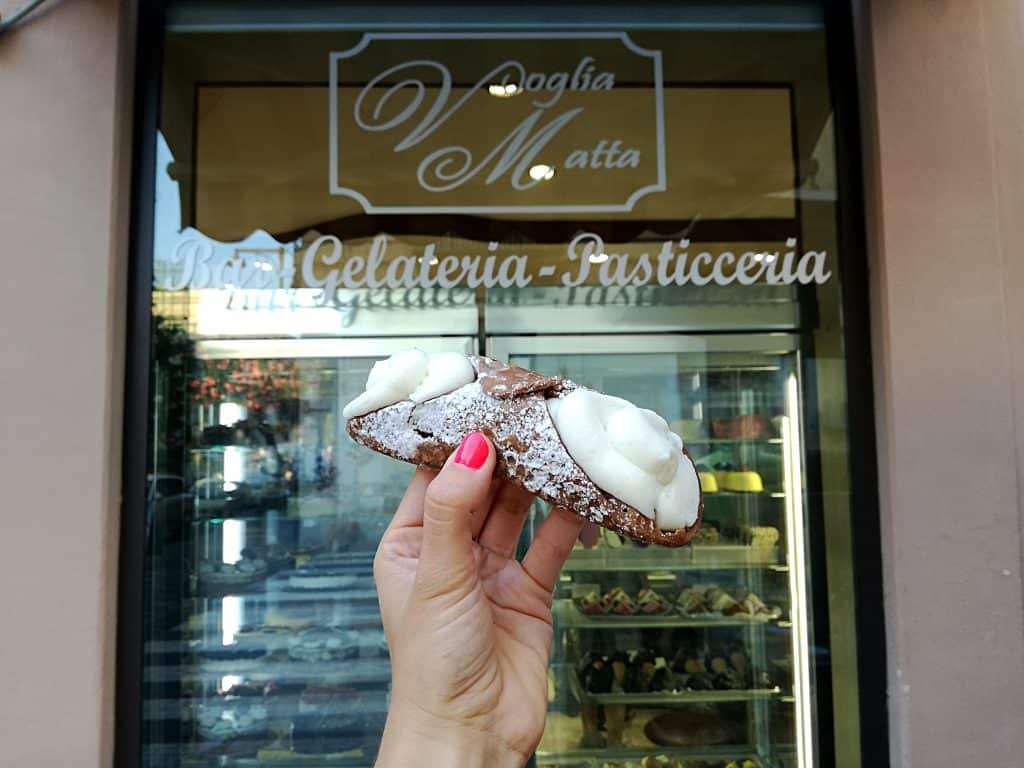 Co zjeść na Sycylii - cannolo siciliano.