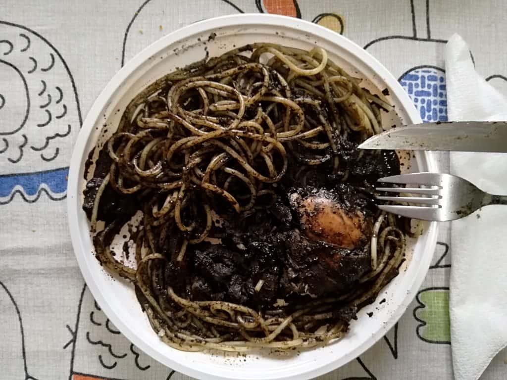 Kuchnia sycylijska - spaghetti al nero di seppia.