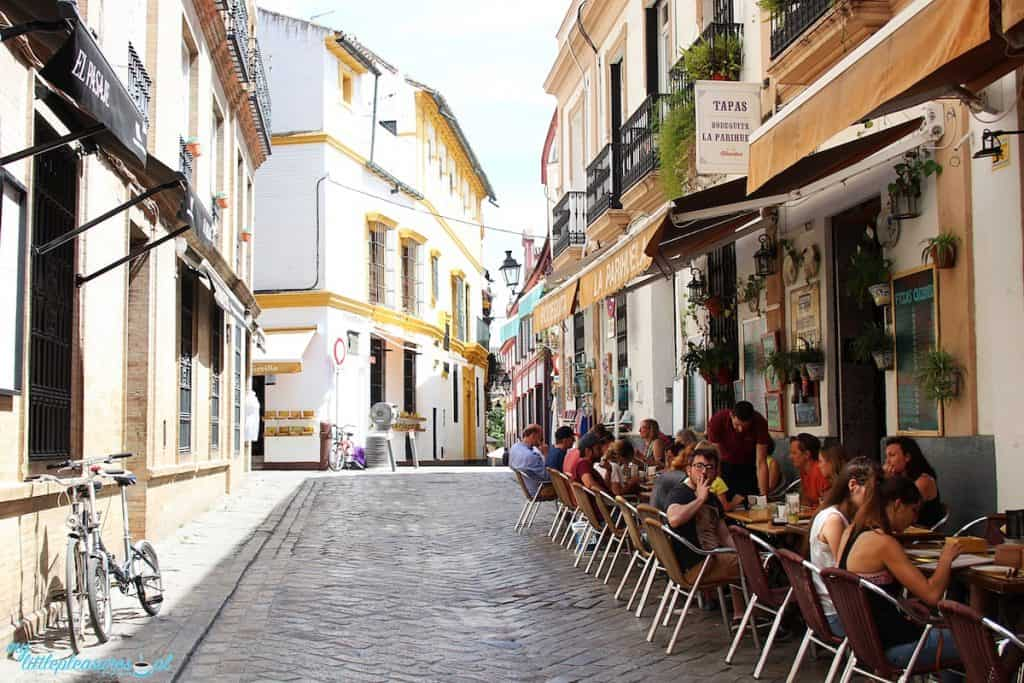 Barrio Santa Cruz w Sewilli.